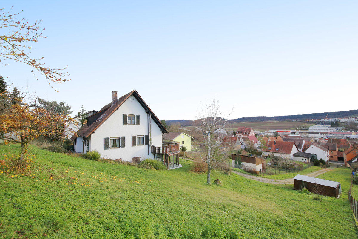 Haus mit extra Bauplatz und einer Gesamtfläche von ca. 4000m²!