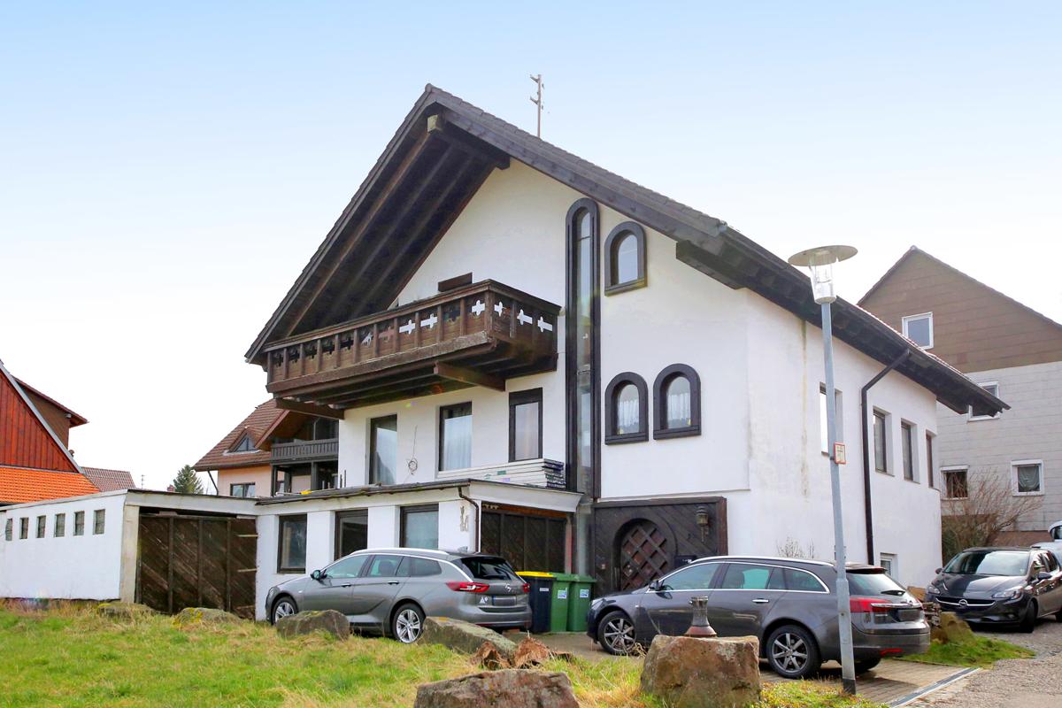 Großzügiges und freistehendes Einfamilienhaus mit Einliegerwohnung
