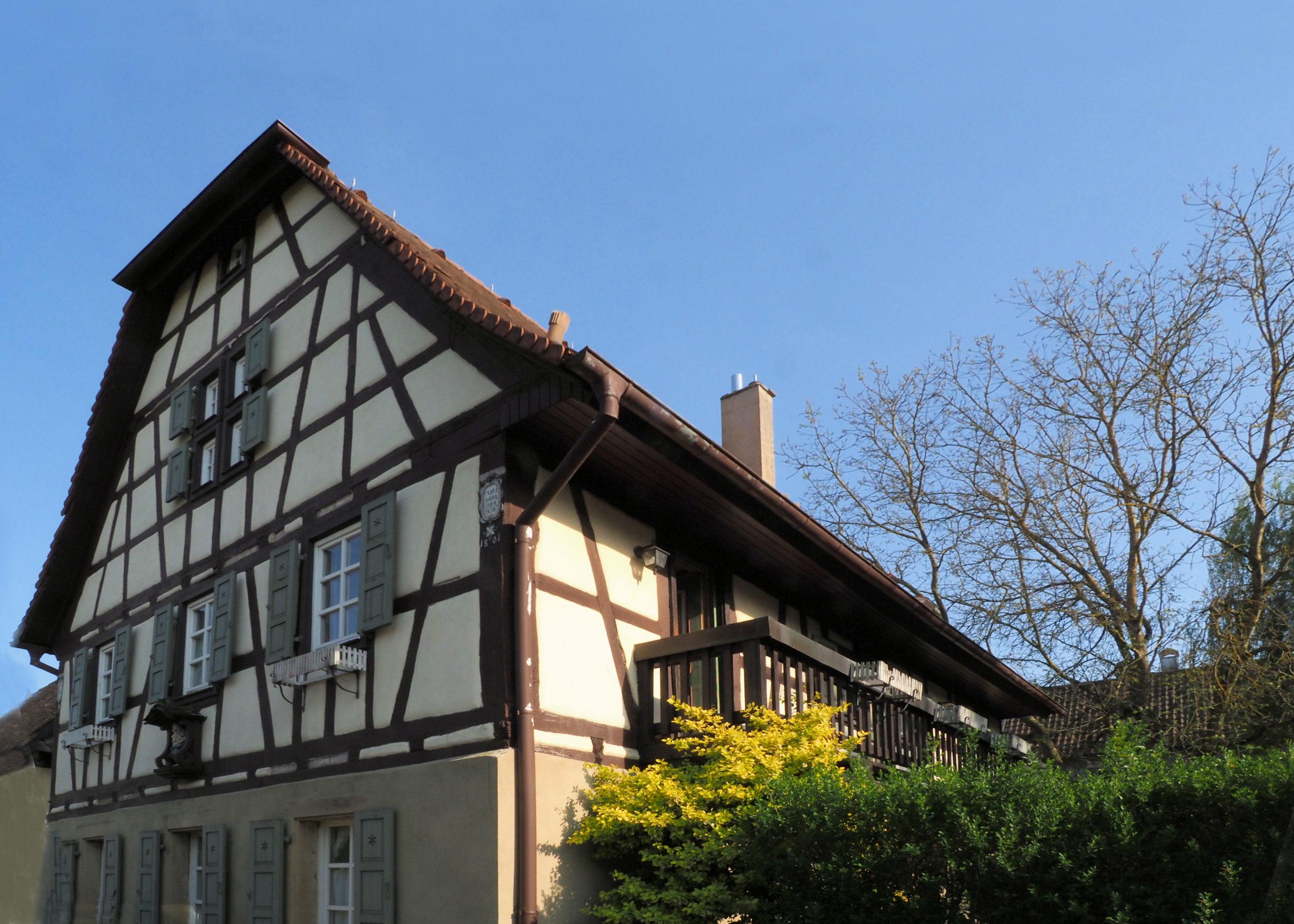 Märchenhaftes Anwesen mit separatem Atelier & Gewölbekeller – auf park