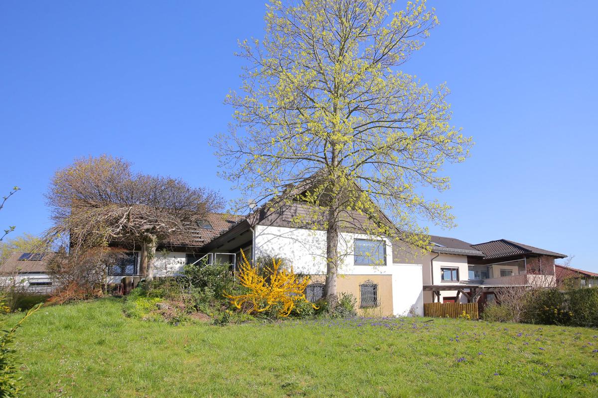 gepflegtes Haus mit Garten in bester Lage