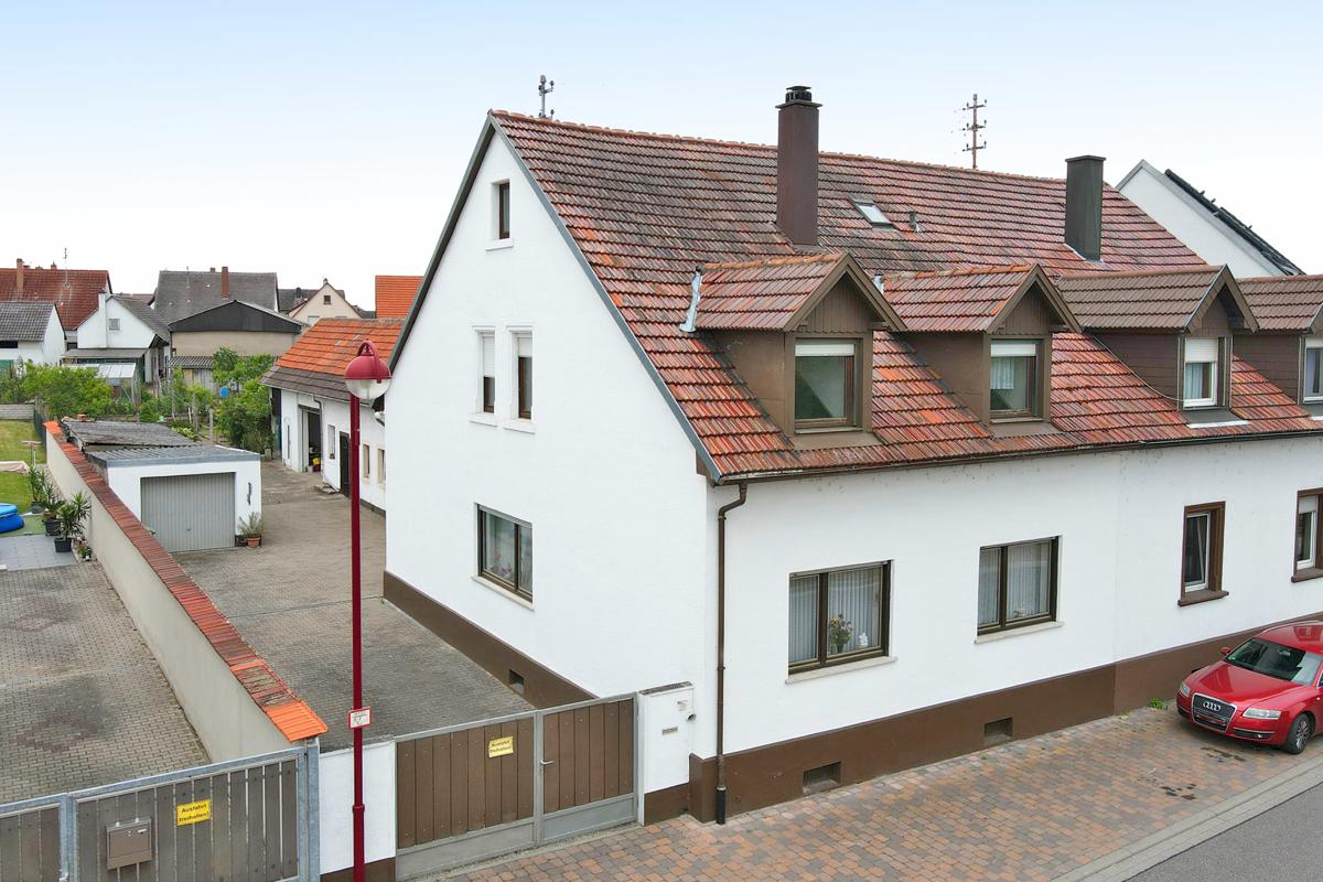 Zweifamilienhaus mit viel Potential, weitere Bebauung möglich!