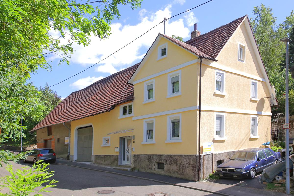 Einfamilienhaus mit Hobbywerkstatt auf großem Grundstück