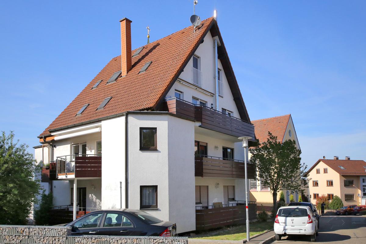 Gut geschnittene 2-Zimmer-Wohnung mit zwei Balkonen und Stellplatz in