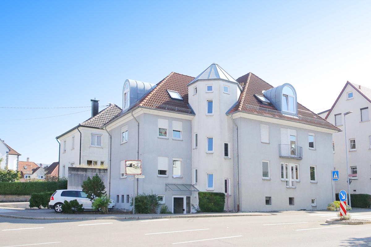 Hell und zentral: 2-Zimmer-Wohnung mit Küchenzeile, TG-Stellplatz und