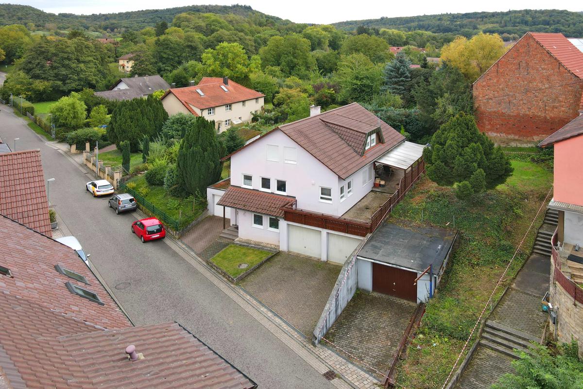 Kostengünstig bauen! Schönes Baugrundstück ca. 200 m² mit Garage in Kü