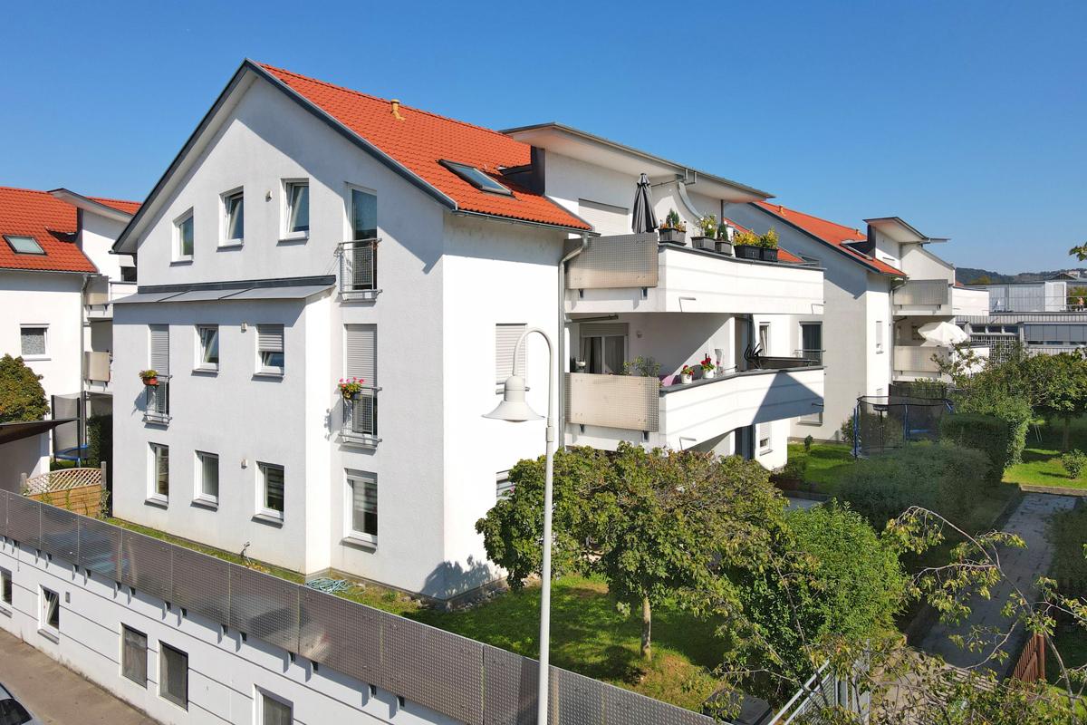 Top-gepflegte und lichtdurchflutete 3-Zimmer-Wohnung mit Balkon und TG