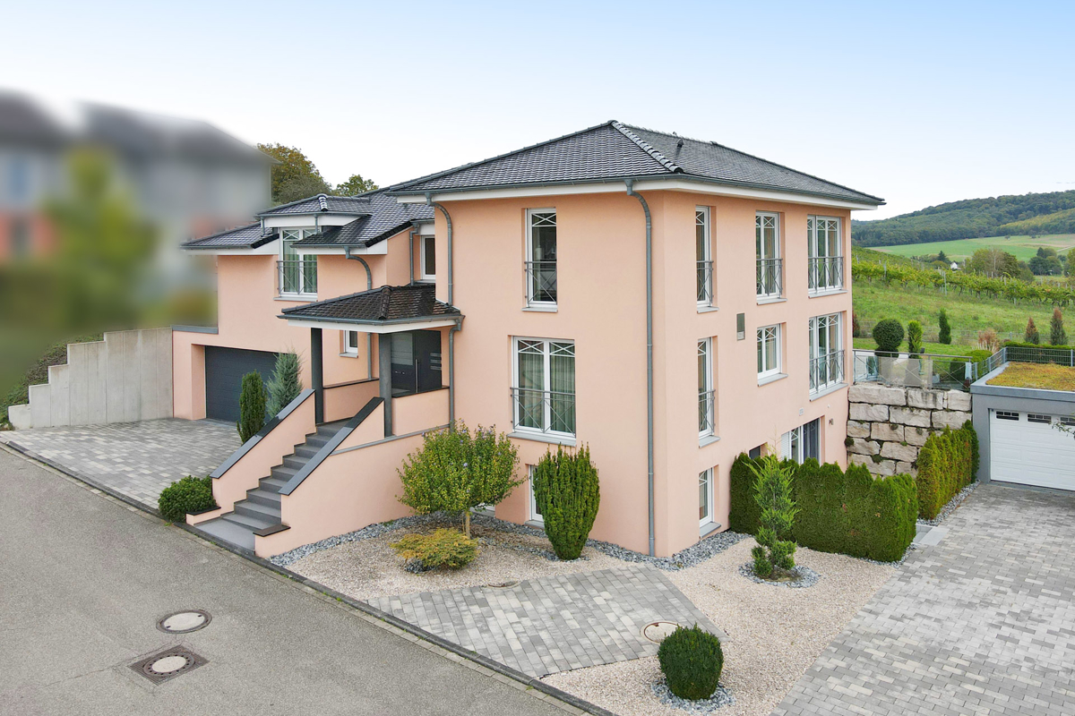 Herrschaftliche und luxuriöse Villa in exponierter Lage