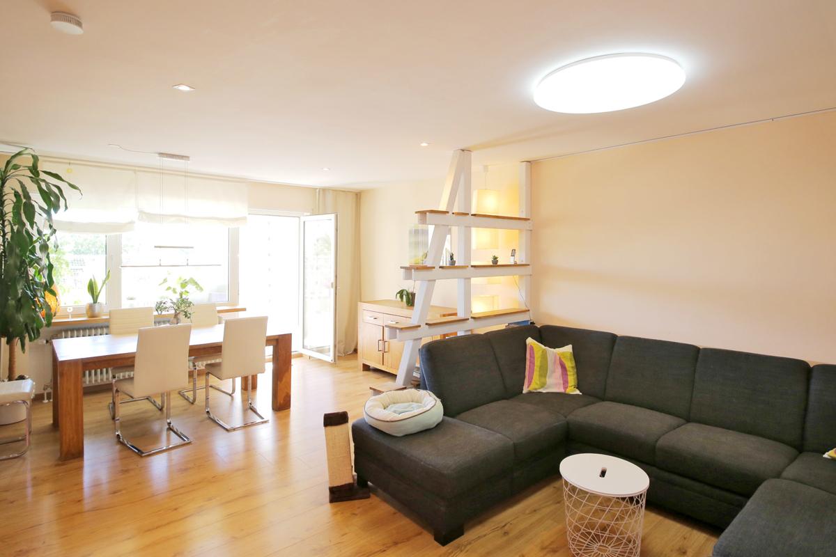 Familienfreundliche und neuwertige Wohnung in ruhigem 4 Familienhaus.