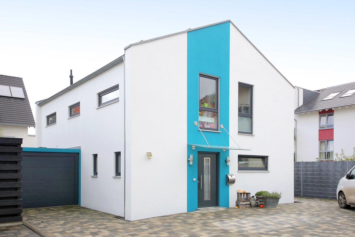 *Modernes Einfamilienhaus -Neubauzustand – Energiesparbauweise **