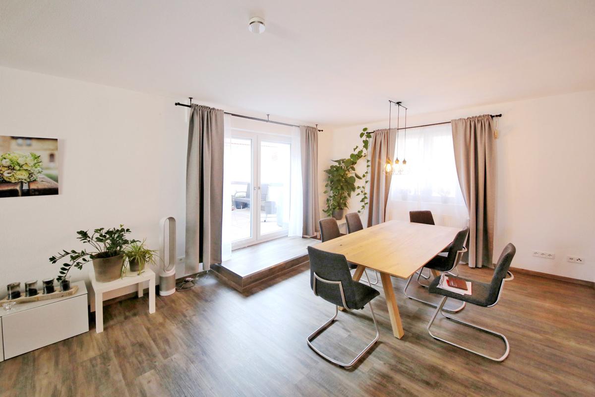 **Kurzfristig frei – tolle Wohnung mit Haus-Charakter – zwei Etagen –
