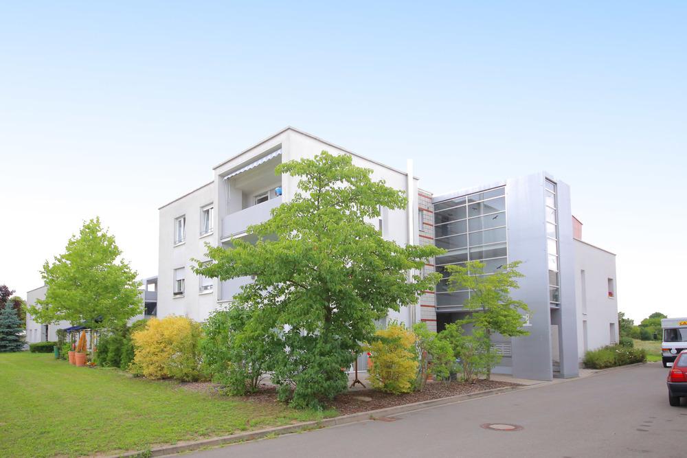 Betreutes Wohnen: Vermietete, neuwertige 3-Zimmer-Wohnung mit Einbaukü
